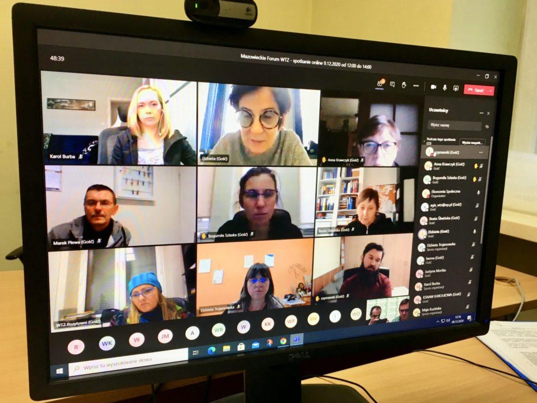 Ekran komputera z uczestnikami spotkania